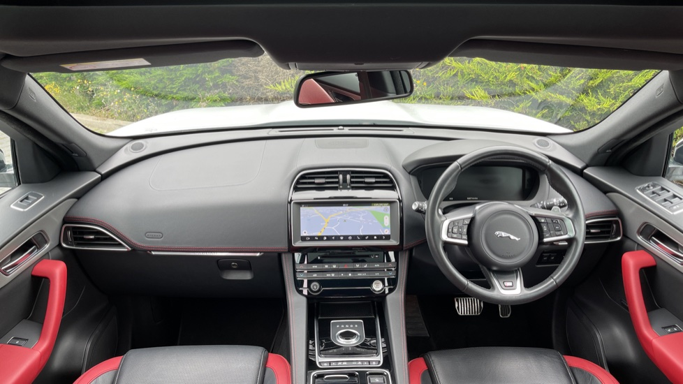 Jaguar F-PACE 3.0d V6 S 5dr AWD - Panoramic Sunroof and Heated Steering Wheel image 9