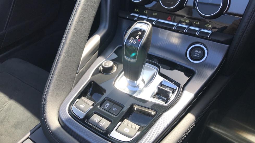 Jaguar F-TYPE 2.0 P300 R-Dynamic 2dr image 15