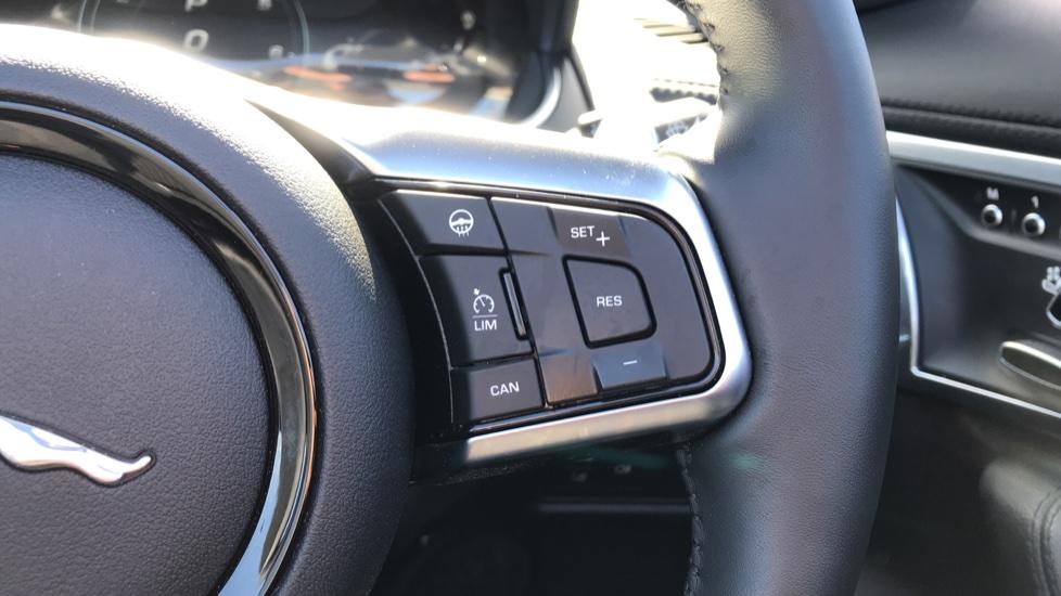 Jaguar F-TYPE 2.0 P300 R-Dynamic 2dr image 17