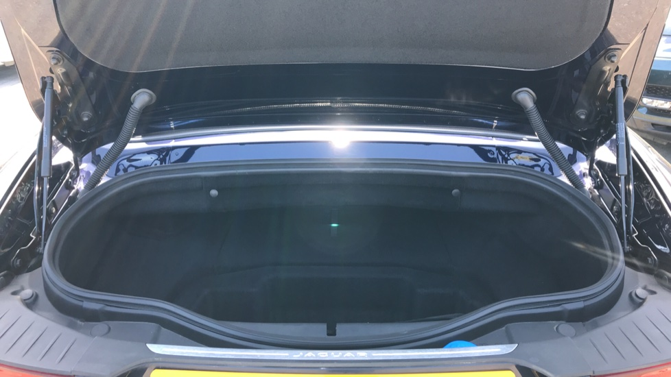 Jaguar F-TYPE 2.0 P300 R-Dynamic 2dr image 23