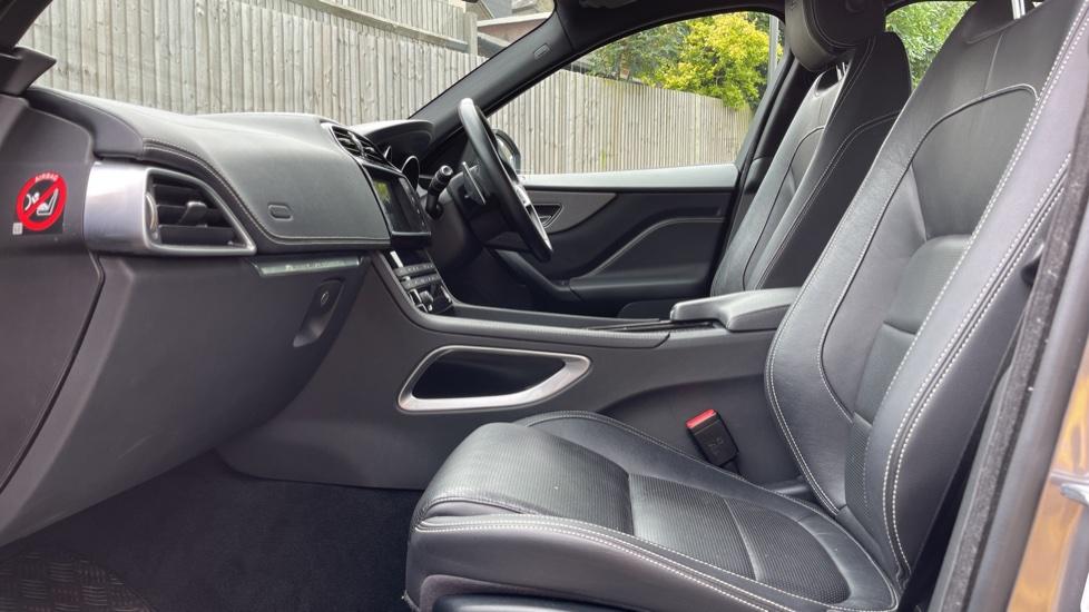 Jaguar F-PACE 3.0d V6 S 5dr AWD Meridian Sound System and mood lighting image 3