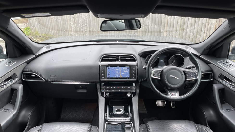 Jaguar F-PACE 3.0d V6 S 5dr AWD Meridian Sound System and mood lighting image 9