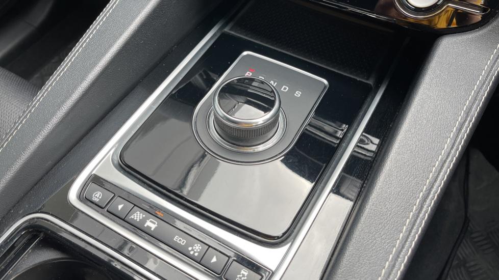 Jaguar F-PACE 3.0d V6 S 5dr AWD Meridian Sound System and mood lighting image 10
