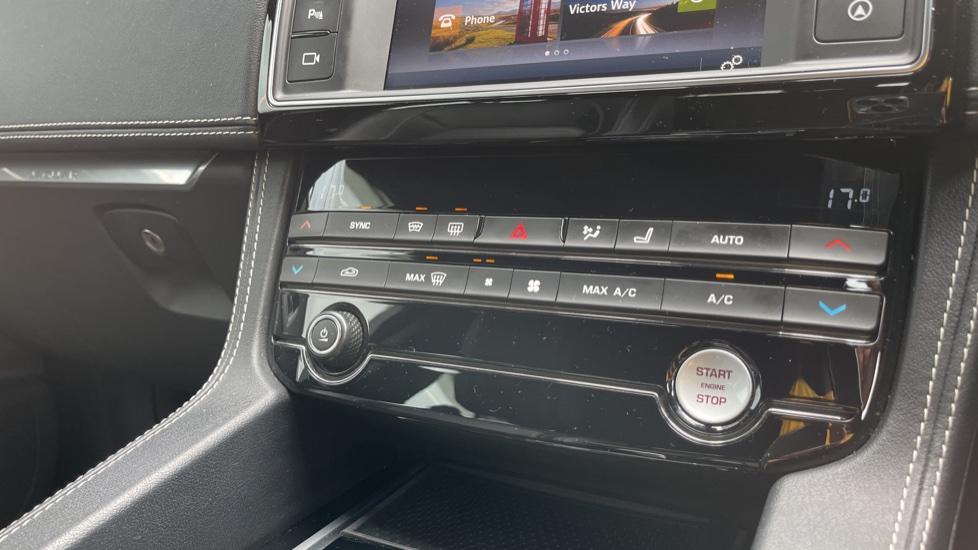Jaguar F-PACE 3.0d V6 S 5dr AWD Meridian Sound System and mood lighting image 11
