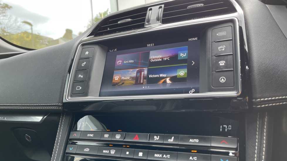 Jaguar F-PACE 3.0d V6 S 5dr AWD Meridian Sound System and mood lighting image 12