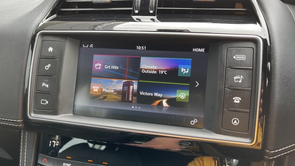Jaguar F-PACE 3.0d V6 S 5dr AWD Meridian Sound System and mood lighting image 14