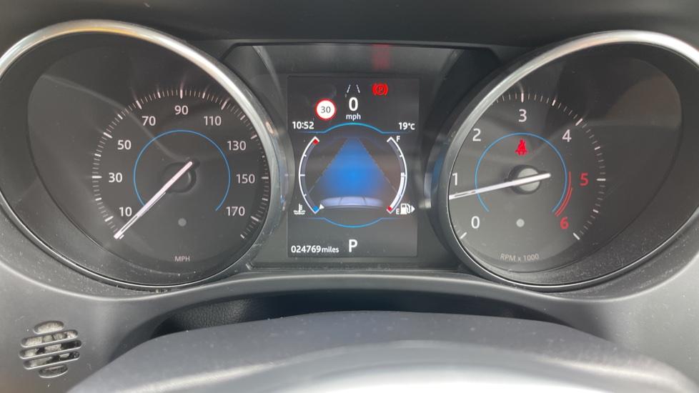 Jaguar F-PACE 3.0d V6 S 5dr AWD Meridian Sound System and mood lighting image 16
