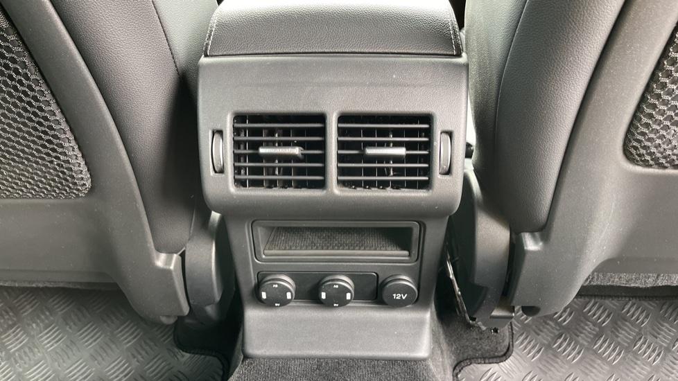 Jaguar F-PACE 3.0d V6 S 5dr AWD Meridian Sound System and mood lighting image 19