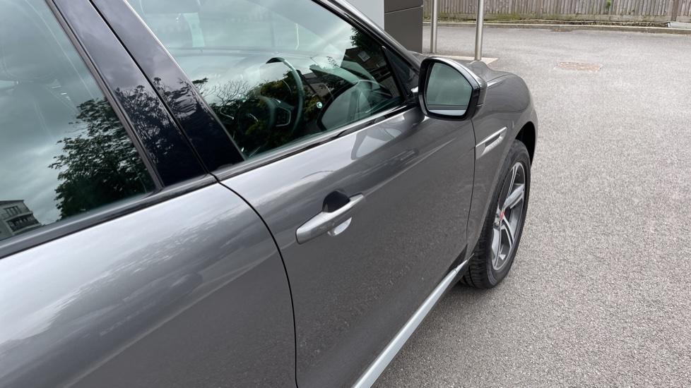 Jaguar F-PACE 3.0d V6 S 5dr AWD Meridian Sound System and mood lighting image 21