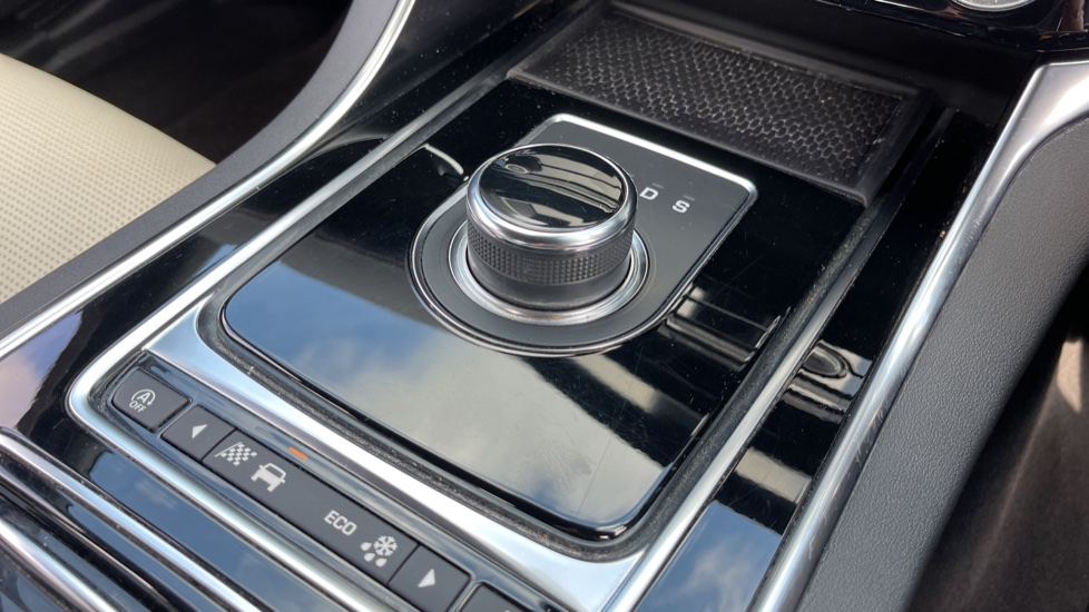 Jaguar XE 2.0 Ingenium R-Sport - Petrol with Ambient Interior Lighting and Cruise Control image 10