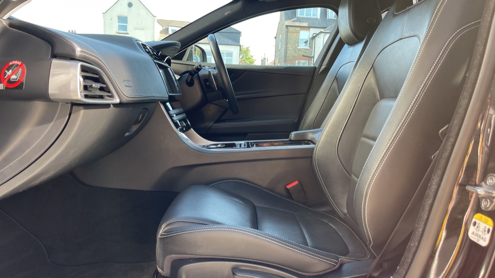 Jaguar XE 2.0d [180] R-Sport Heated front seats and Cruise control image 3