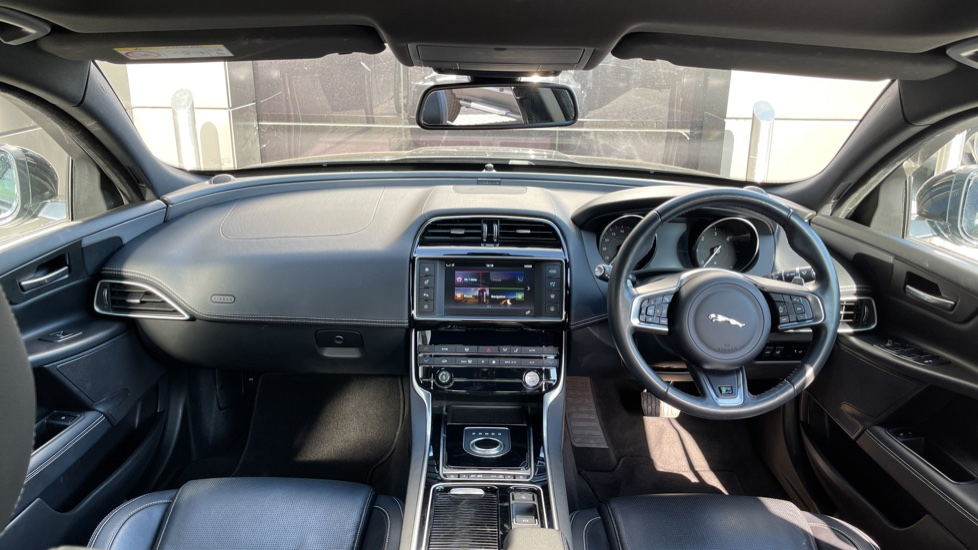 Jaguar XE 2.0d [180] R-Sport Heated front seats and Cruise control image 9