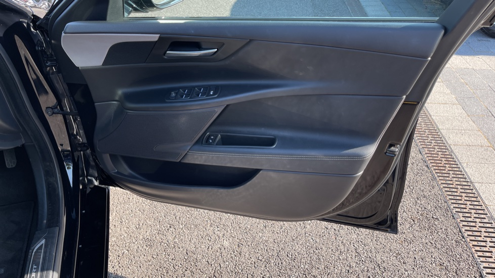 Jaguar XE 2.0d [180] R-Sport Heated front seats and Cruise control image 17