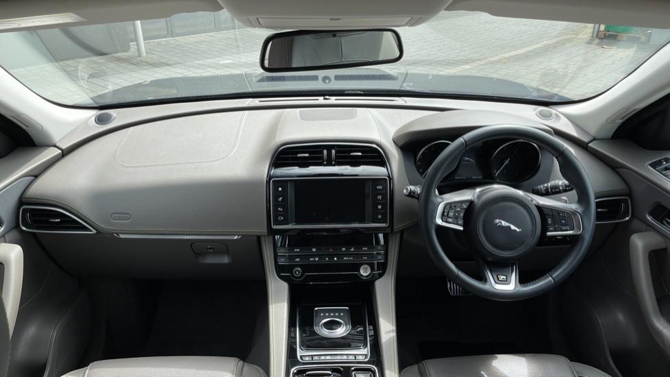 Jaguar F-PACE 2.0d R-Sport 5dr AWD - 19 inch alloys - Navigation - Cruise Control image 9