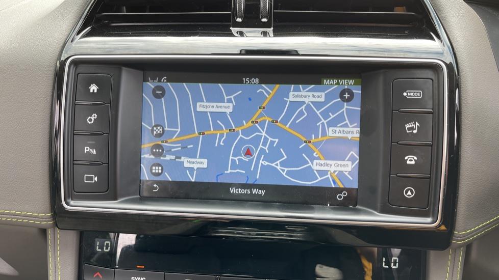 Jaguar F-PACE 2.0d R-Sport 5dr AWD - 19 inch alloys - Navigation - Cruise Control image 13
