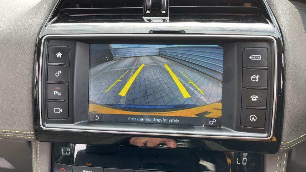 Jaguar F-PACE 2.0d R-Sport 5dr AWD - 19 inch alloys - Navigation - Cruise Control image 14