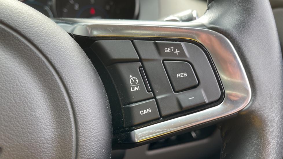 Jaguar F-PACE 2.0d R-Sport 5dr AWD - 19 inch alloys - Navigation - Cruise Control image 16