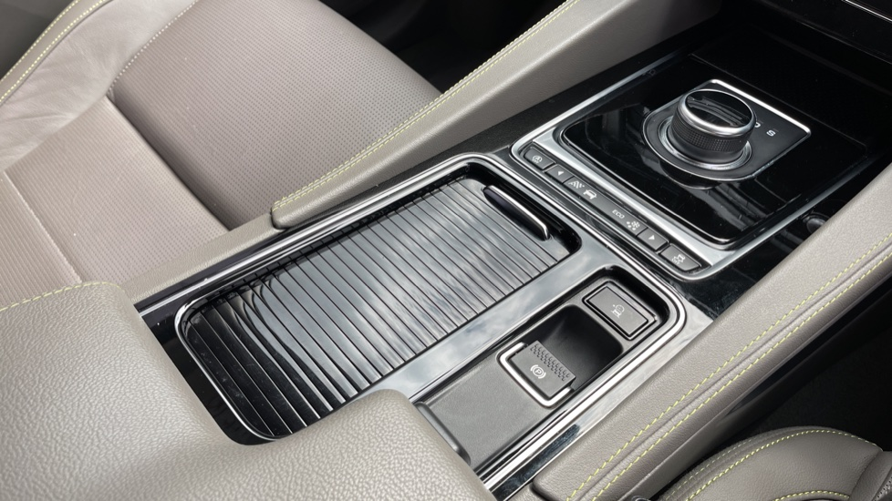 Jaguar F-PACE 2.0d R-Sport 5dr AWD - 19 inch alloys - Navigation - Cruise Control image 19