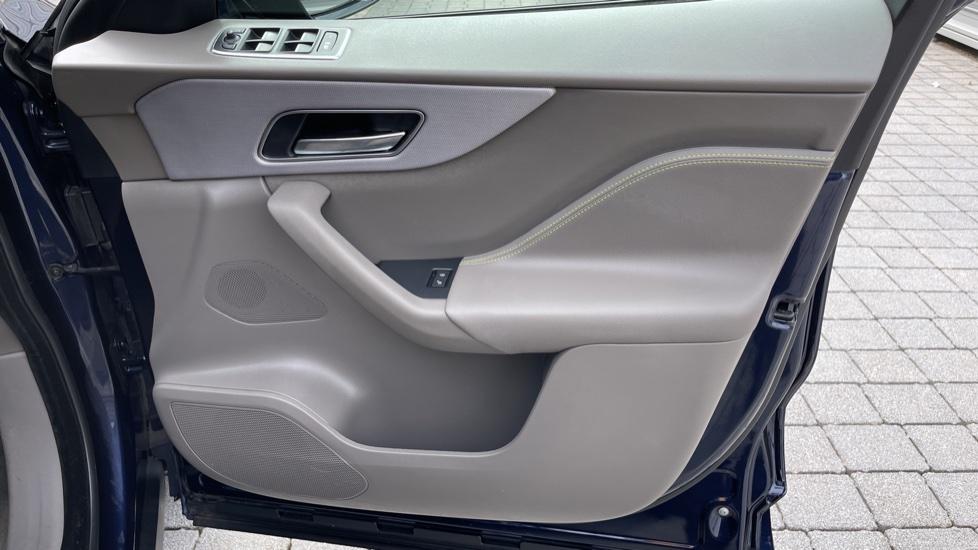 Jaguar F-PACE 2.0d R-Sport 5dr AWD - 19 inch alloys - Navigation - Cruise Control image 20