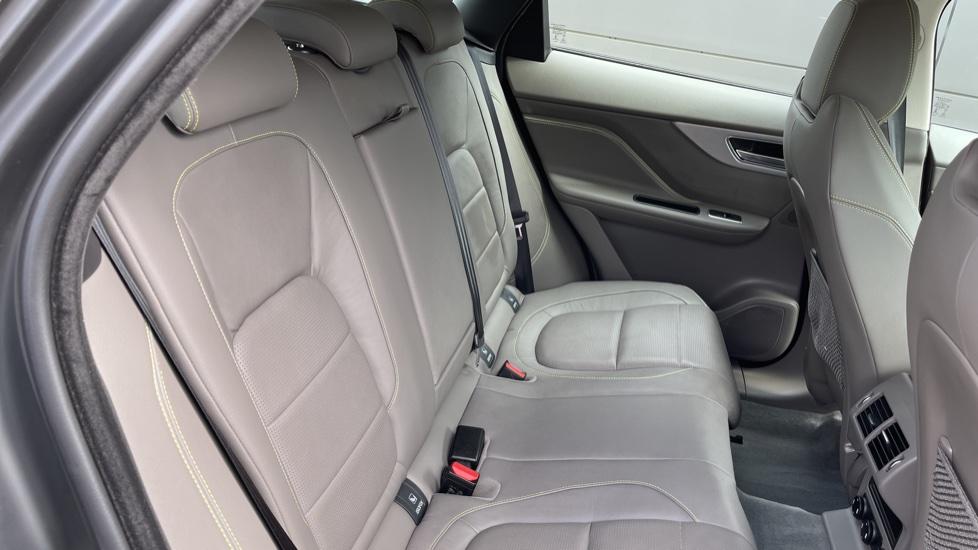Jaguar F-PACE 2.0d R-Sport 5dr AWD - 19 inch alloys - Navigation - Cruise Control image 24