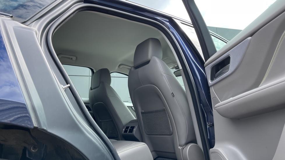 Jaguar F-PACE 2.0d R-Sport 5dr AWD - 19 inch alloys - Navigation - Cruise Control image 25