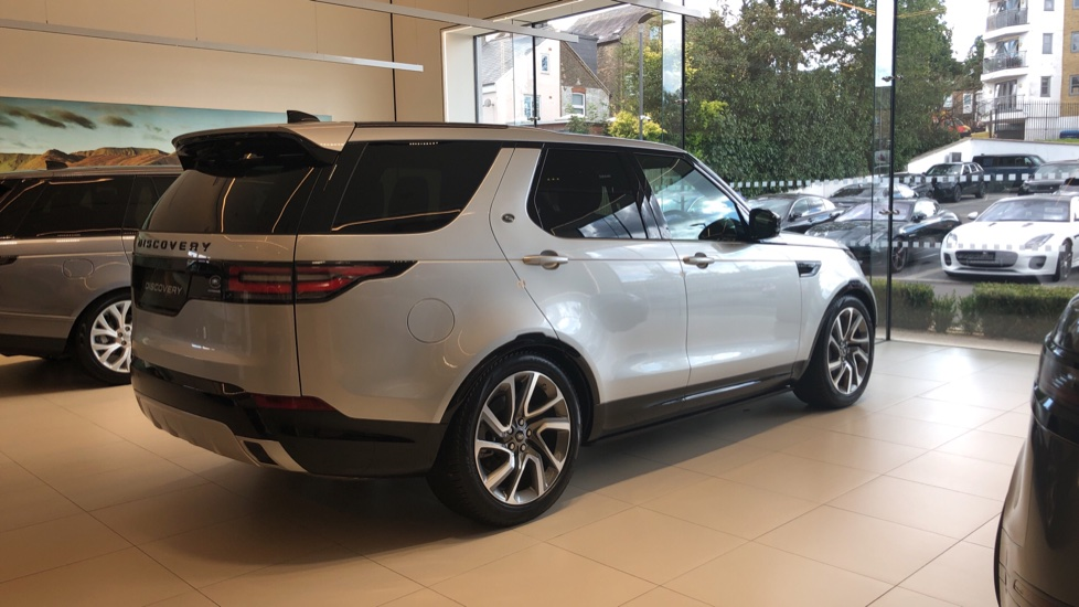 Land Rover Discovery 3.0 SDV6 Landmark Edition SPECIAL EDITIONS image 5