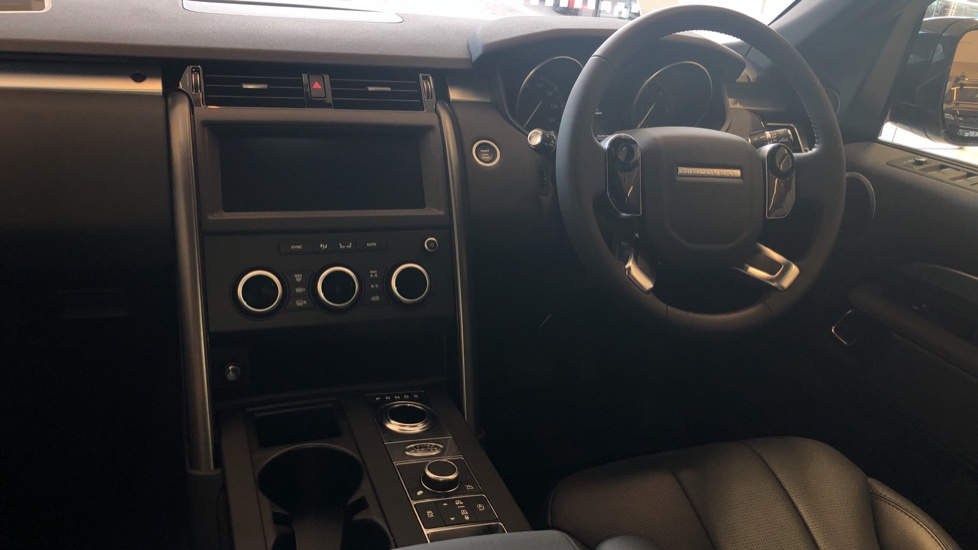 Land Rover Discovery 3.0 SDV6 Landmark Edition SPECIAL EDITIONS image 10
