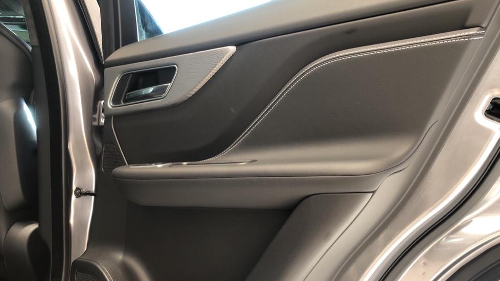 Jaguar F-PACE 5.0 Supercharged V8 SVR AWD image 23