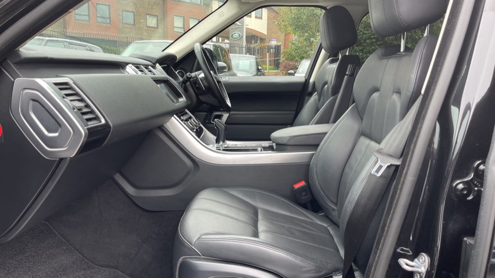 Land Rover Range Rover Sport 3.0 V6 S/C HSE Dynamic [7 seat]  Heated steering wheel and Meridian Sound System image 3