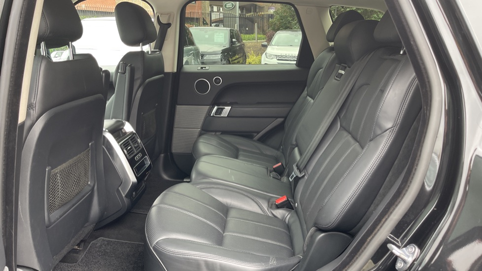 Land Rover Range Rover Sport 3.0 V6 S/C HSE Dynamic [7 seat]  Heated steering wheel and Meridian Sound System image 4