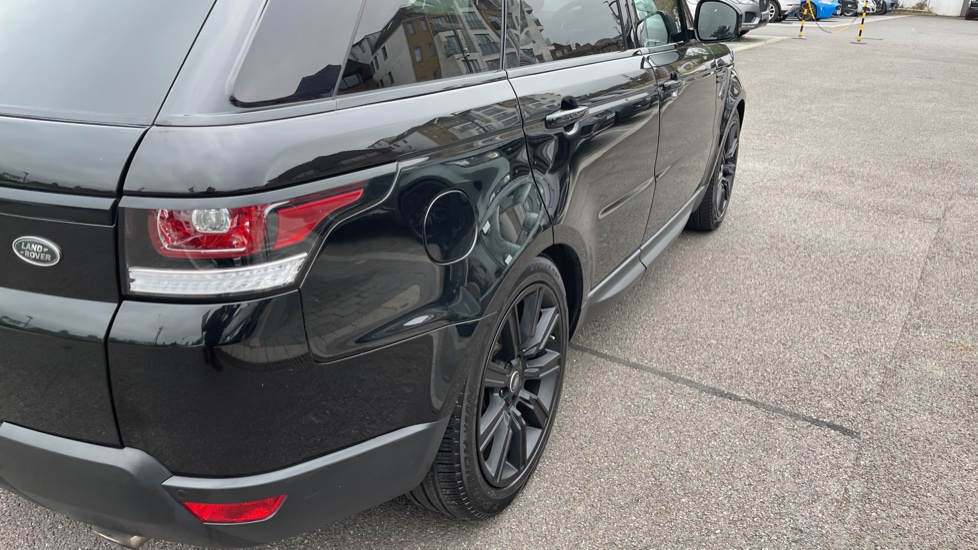Land Rover Range Rover Sport 3.0 V6 S/C HSE Dynamic [7 seat]  Heated steering wheel and Meridian Sound System image 22
