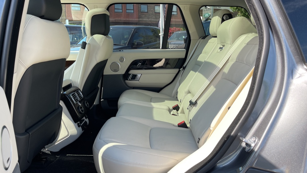Land Rover Range Rover 3.0 SDV6 Vogue 4dr - Sliding Panoramic Roof - 21 inch alloys image 4