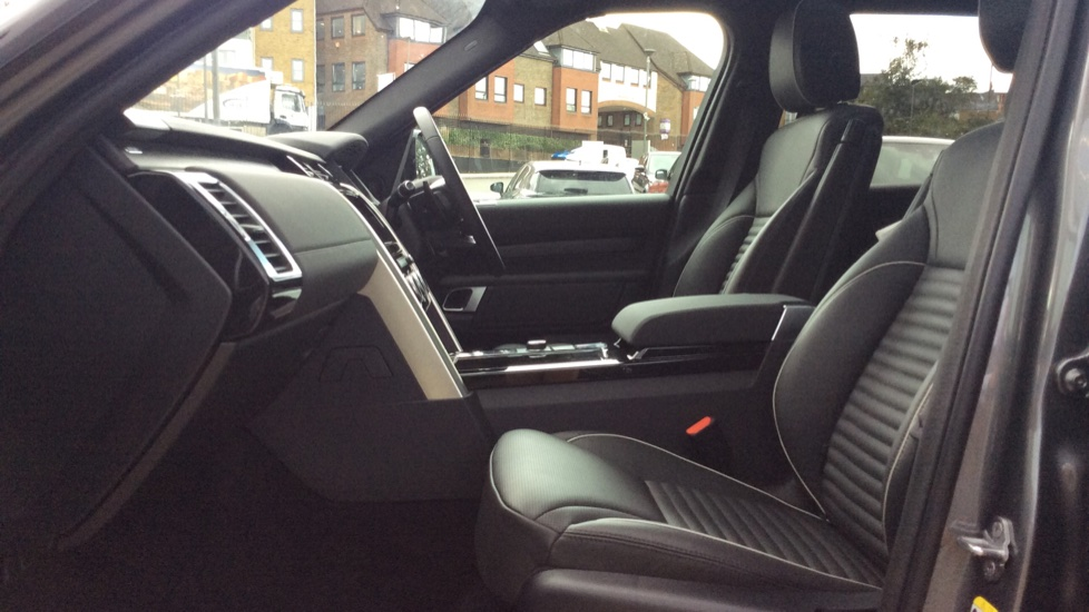 Land Rover Discovery 2.0 Si4 HSE 5dr - 22inch Alloys - Surround Camera - Sunroof - Privacy Glass -  image 3