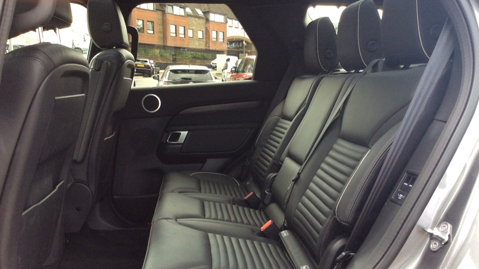 Land Rover Discovery 2.0 Si4 HSE 5dr - 22inch Alloys - Surround Camera - Sunroof - Privacy Glass -  image 4