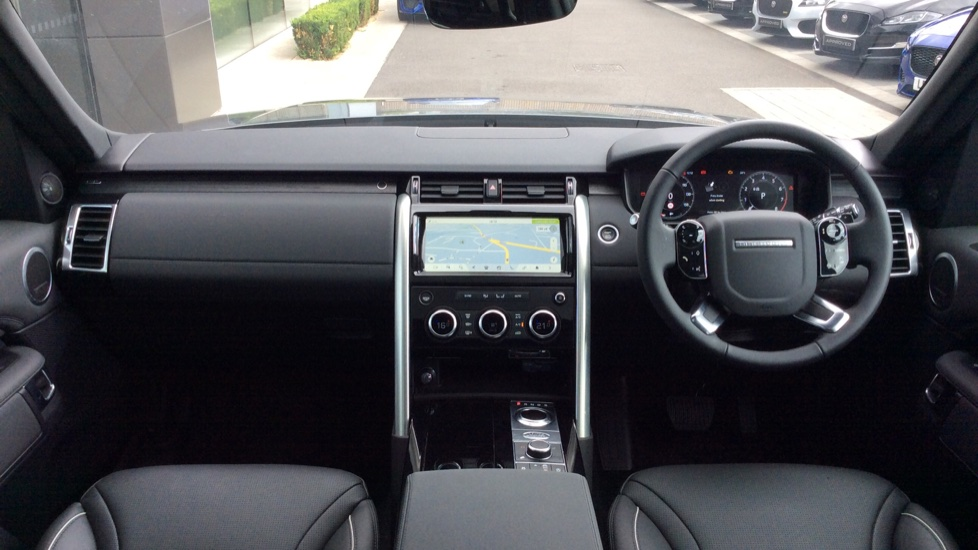 Land Rover Discovery 2.0 Si4 HSE 5dr - 22inch Alloys - Surround Camera - Sunroof - Privacy Glass -  image 9