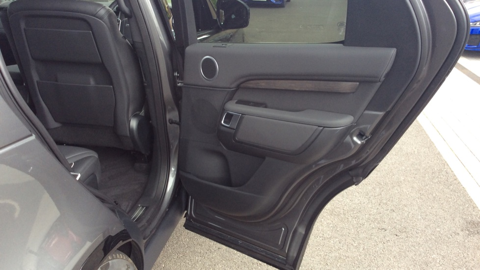Land Rover Discovery 2.0 Si4 HSE 5dr - 22inch Alloys - Surround Camera - Sunroof - Privacy Glass -  image 23
