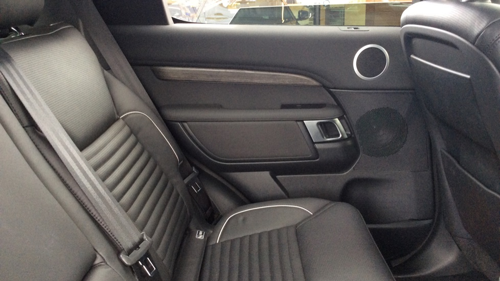 Land Rover Discovery 2.0 Si4 HSE 5dr - 22inch Alloys - Surround Camera - Sunroof - Privacy Glass -  image 26
