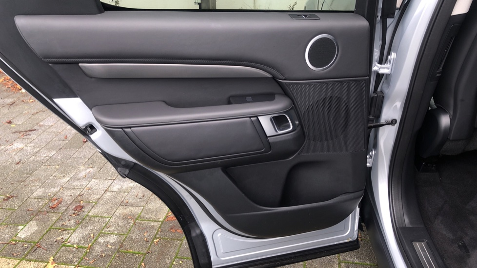 Land Rover Discovery 3.0 SDV6 HSE Luxury 5dr image 10