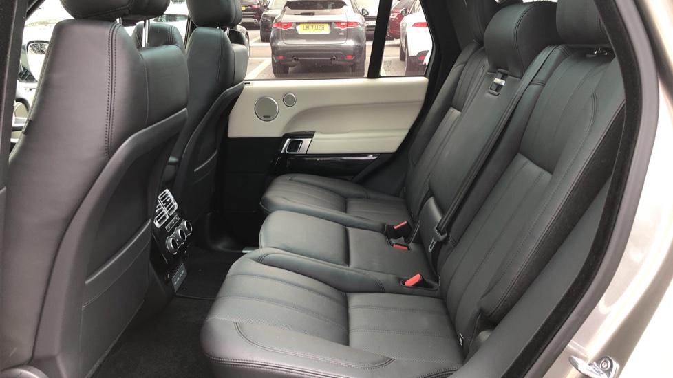 Land Rover Range Rover 3.0 TDV6 Vogue 4dr image 4