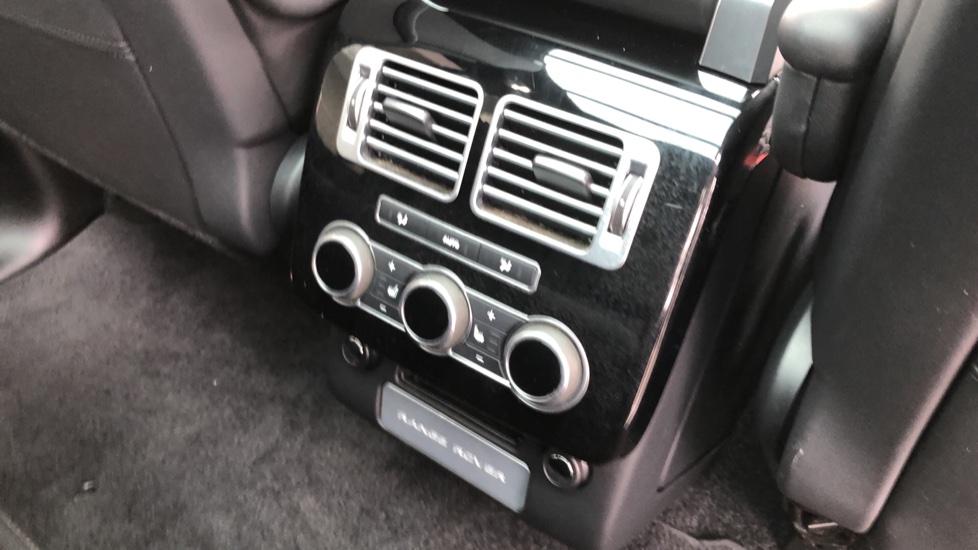 Land Rover Range Rover 3.0 TDV6 Vogue 4dr image 24