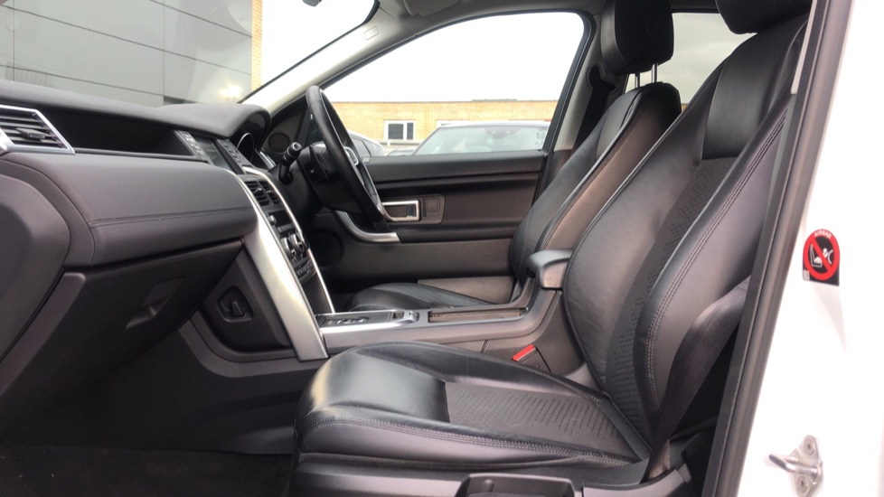Land Rover Discovery Sport 2.0 TD4 180 SE Tech 5dr image 3