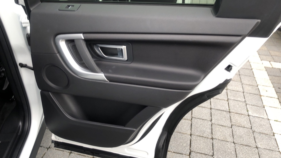 Land Rover Discovery Sport 2.0 TD4 180 SE Tech 5dr image 17