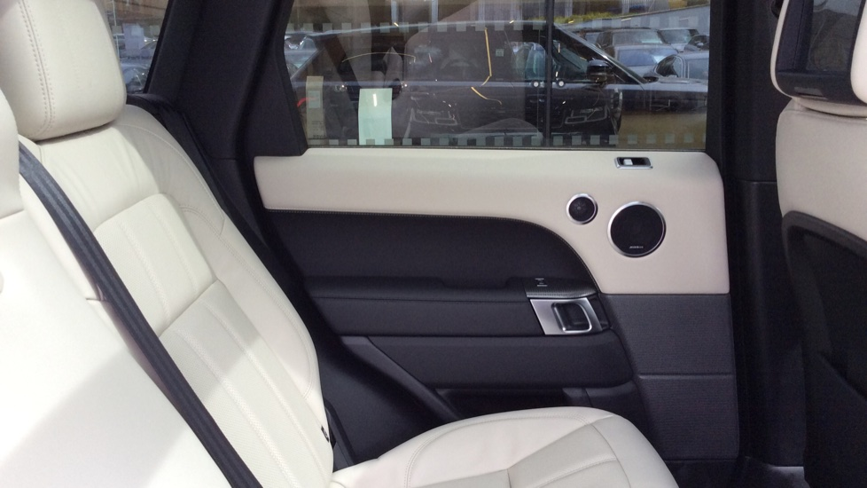 Land Rover Range Rover Sport 2.0 P400e HSE Dynamic 5dr image 29