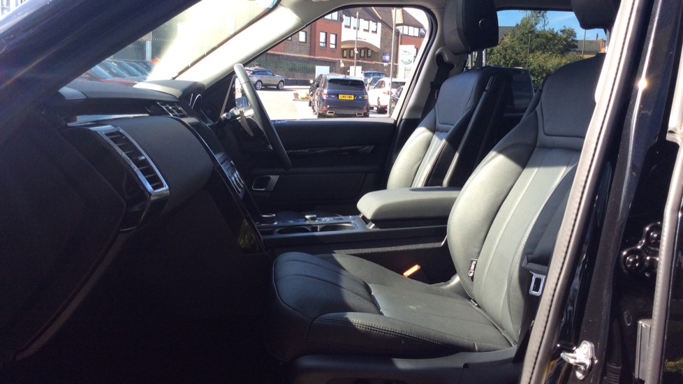 Land Rover Discovery 3.0 SDV6 Anniversary Edition 5dr - 7Seater - Sunroof - Privacy Glass - 22 Alloys -  image 3