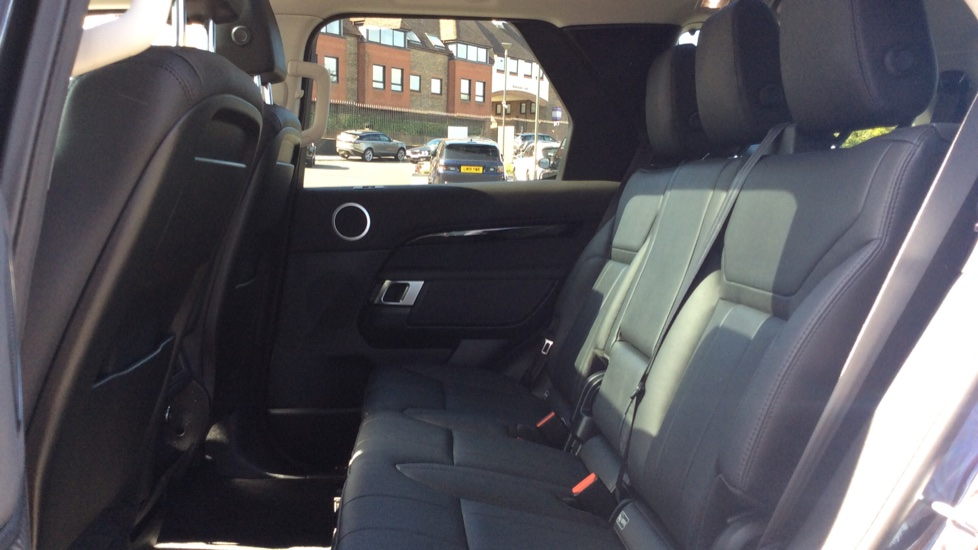 Land Rover Discovery 3.0 SDV6 Anniversary Edition 5dr - 7Seater - Sunroof - Privacy Glass - 22 Alloys -  image 4