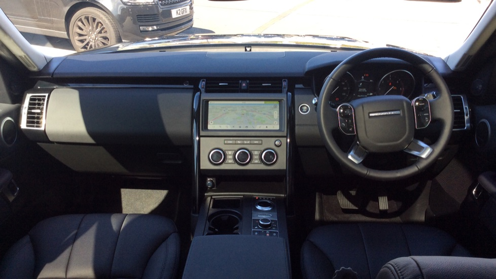 Land Rover Discovery 3.0 SDV6 Anniversary Edition 5dr - 7Seater - Sunroof - Privacy Glass - 22 Alloys -  image 9
