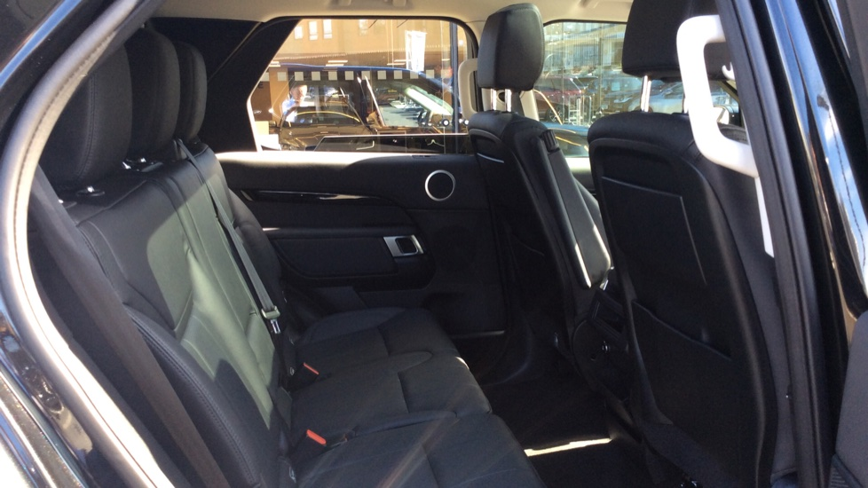 Land Rover Discovery 3.0 SDV6 Anniversary Edition 5dr - 7Seater - Sunroof - Privacy Glass - 22 Alloys -  image 23