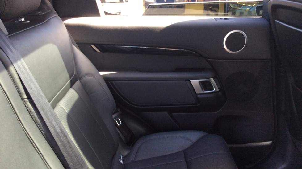 Land Rover Discovery 3.0 SDV6 Anniversary Edition 5dr - 7Seater - Sunroof - Privacy Glass - 22 Alloys -  image 26