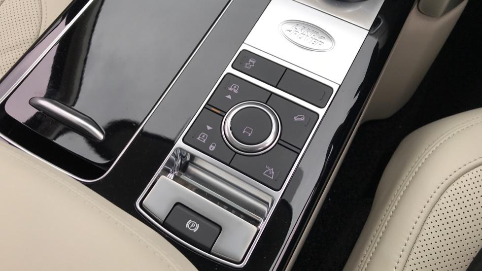 Land Rover Range Rover 3.0 D300 Westminster 4dr image 18