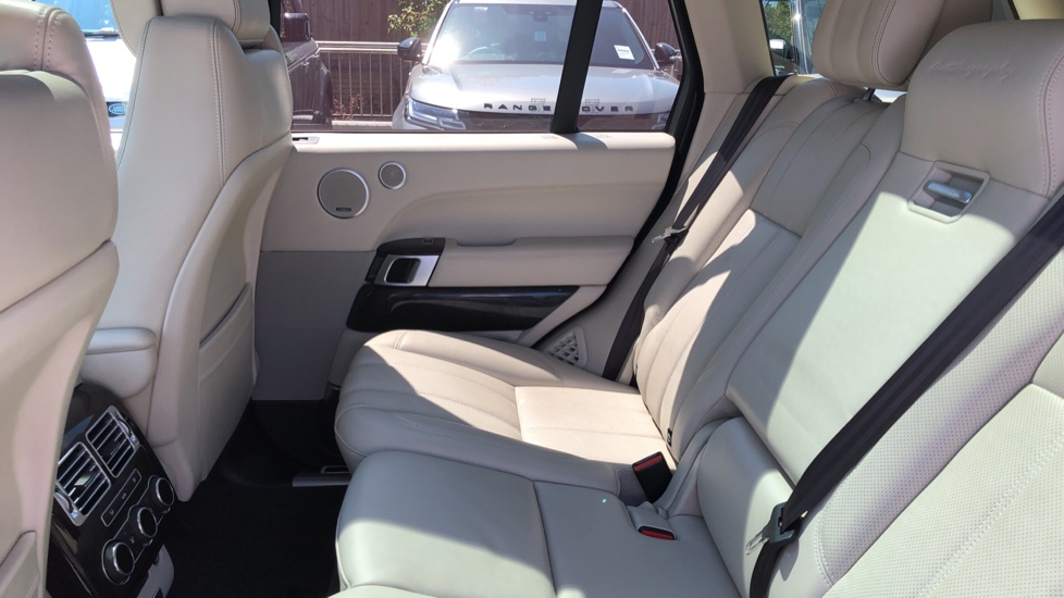 Land Rover Range Rover 4.4 SDV8 Autobiography 4dr image 4